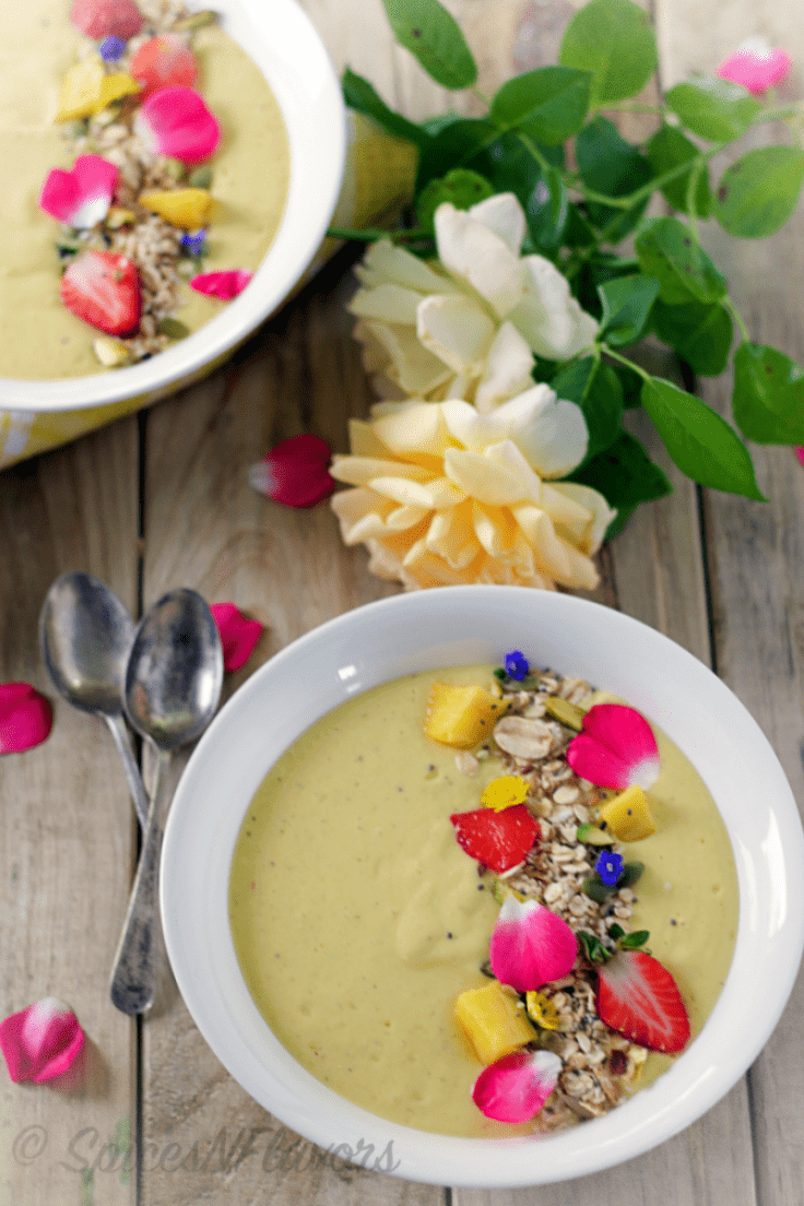protein-enriched-pina-colada-smoothie-bowl