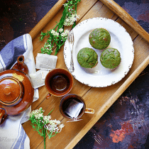 Eggless Spinach Muffins - Kid-friendly Breakfast Recipe