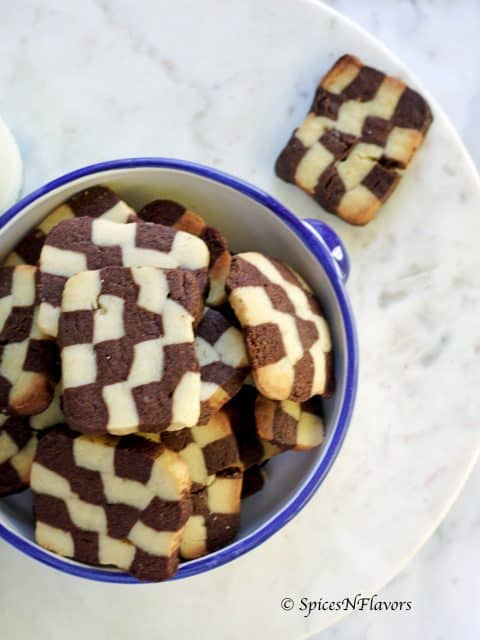 eggless checkerboard cookies in a pressure cooker and also in an oven. easy to follow step by step recipe with video butter biscuit vanilla cookies chocolate cookies