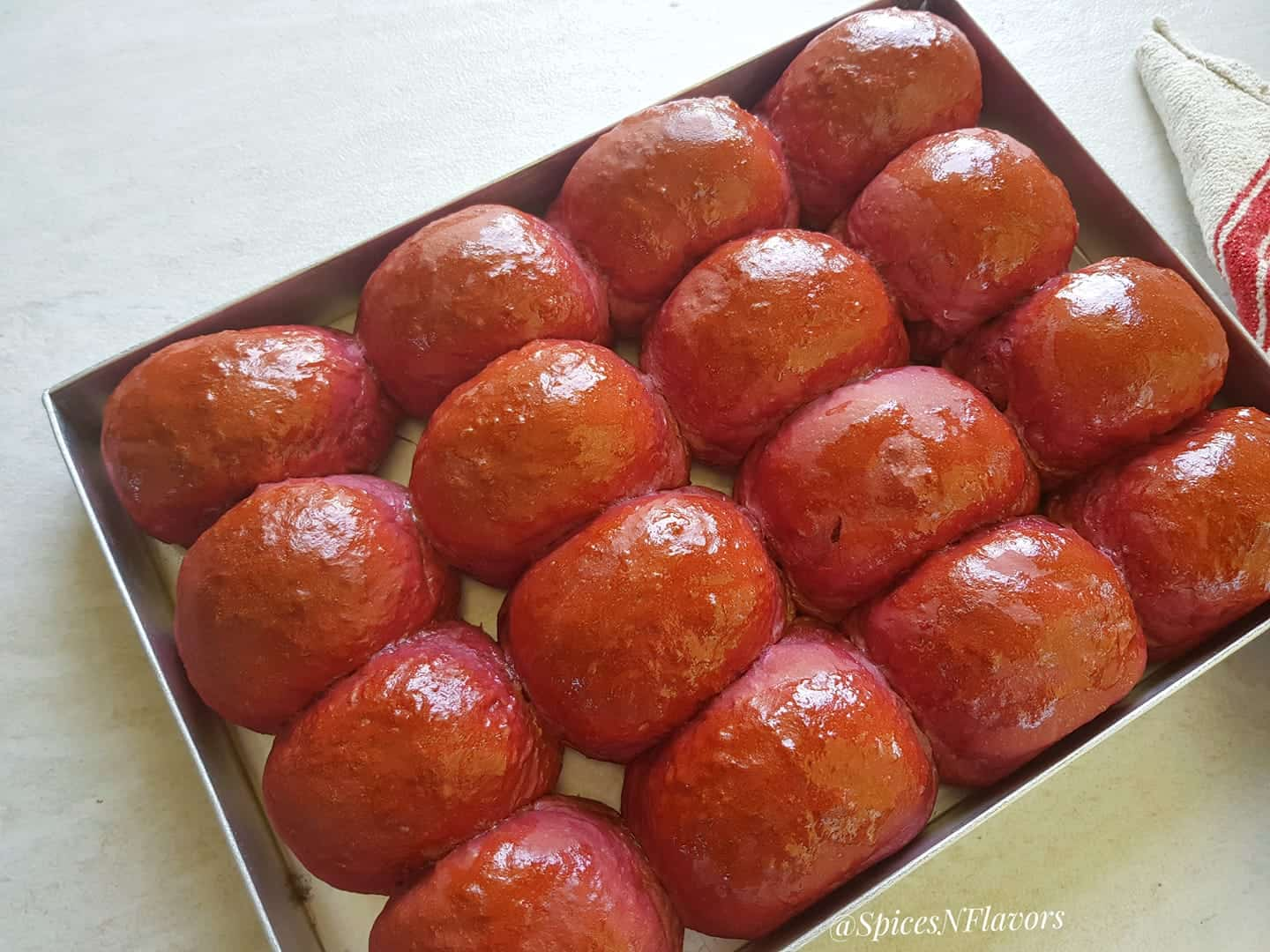 beetroot flavoured dinner rolls