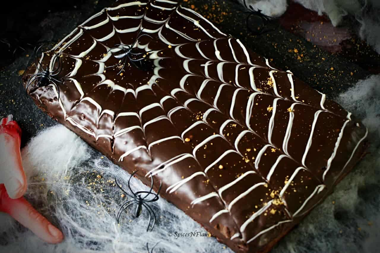 horizontal image of easy halloween spider web cake deisgn