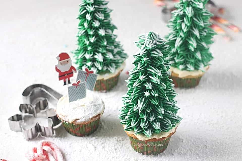 horizontal view of christmas tree cupcakes