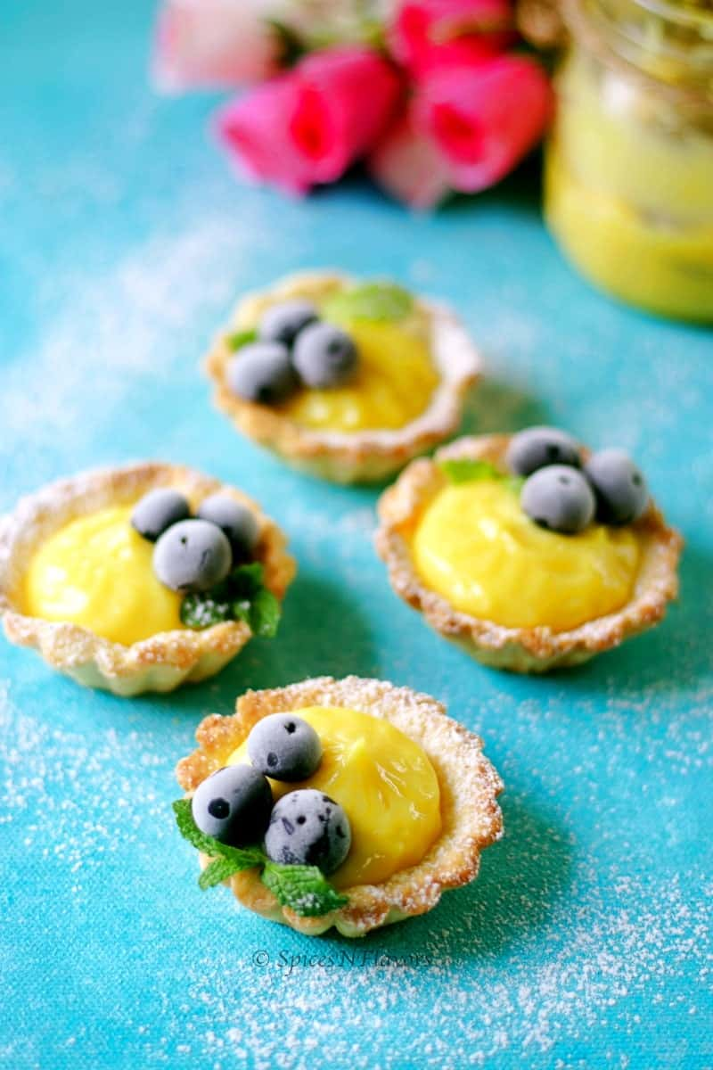 Lemon curd filled in mini tartlets